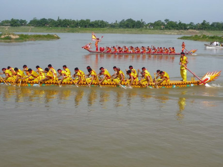 Hung king festival boat racing